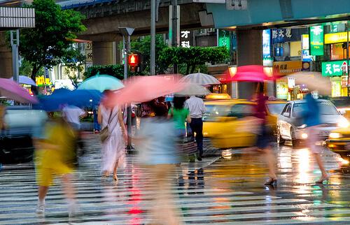 雨が降る横断歩道