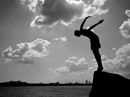 飛び込む人