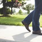 膝を曲げるとポキポキ鳴るのはどうして?3つの原因と治し方を紹介