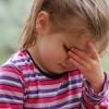 おでこのあたりで頭痛がする7つの原因と対処法!押すと痛い場合は?